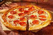 Пицца Пеперони   на тонком тесте с томатным соусом, колбаской  Пеперони  и Моцареллой