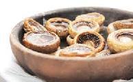 Жаренные грибы на глиняной сковороде Кеци
